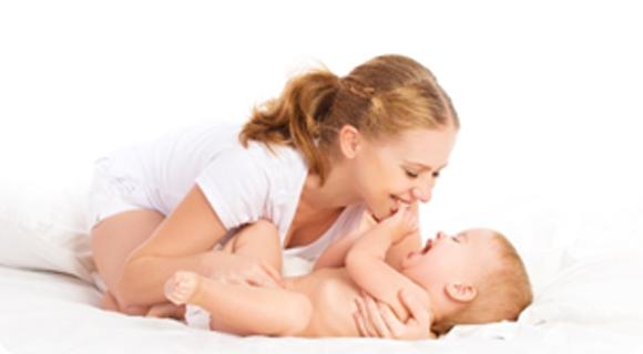 Csecsemő anyukával